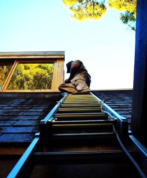 Northern Beaches Roof Repairer Fixing Gutter